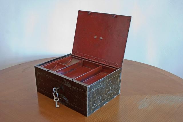 bei-eder-schwere-geldkassette
